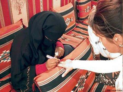 henna painting in dubai Desert safari