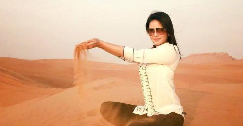 tourist in dubai for desert safari tour