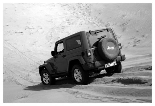 Jeep-doing-dune-bashing