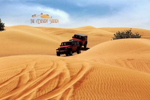 Wrangler-Jeep-in-Dubai-Desert