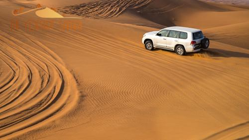 desert-safari-tour-in-land-cruiser