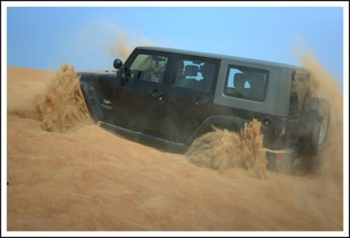 jeep-full-of-power-in-dunes