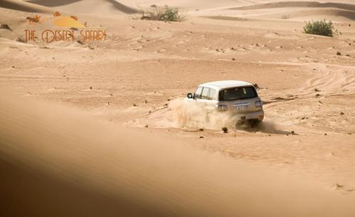 nissan-patrol-doing-dune-bashing